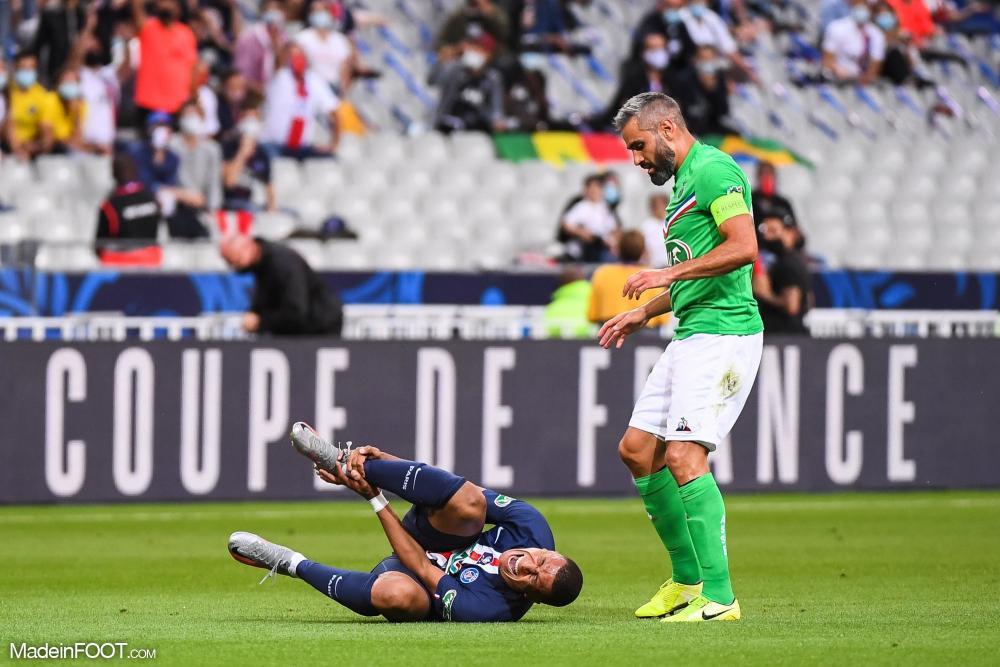 Kylian Mbappé (PSG) et Loïc Perrin (ASSE), lors de la dernière finale de la Coupe de France.