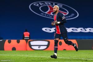 Neymar avec le maillot de Paris