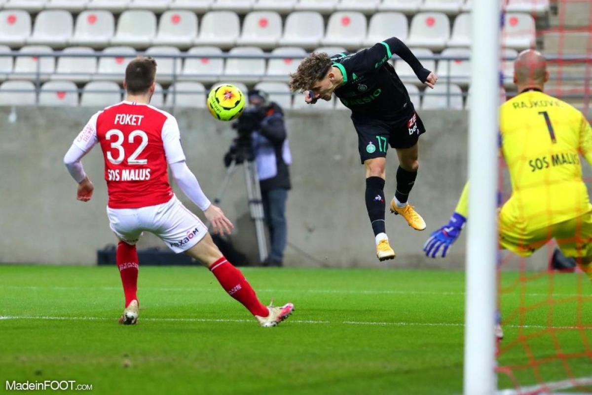 Depuis son arrivée l'été dernier, Adil Aouchiche n'a toujours pas connu l'ambiance mise par les supporters à Geoffroy-Guichard