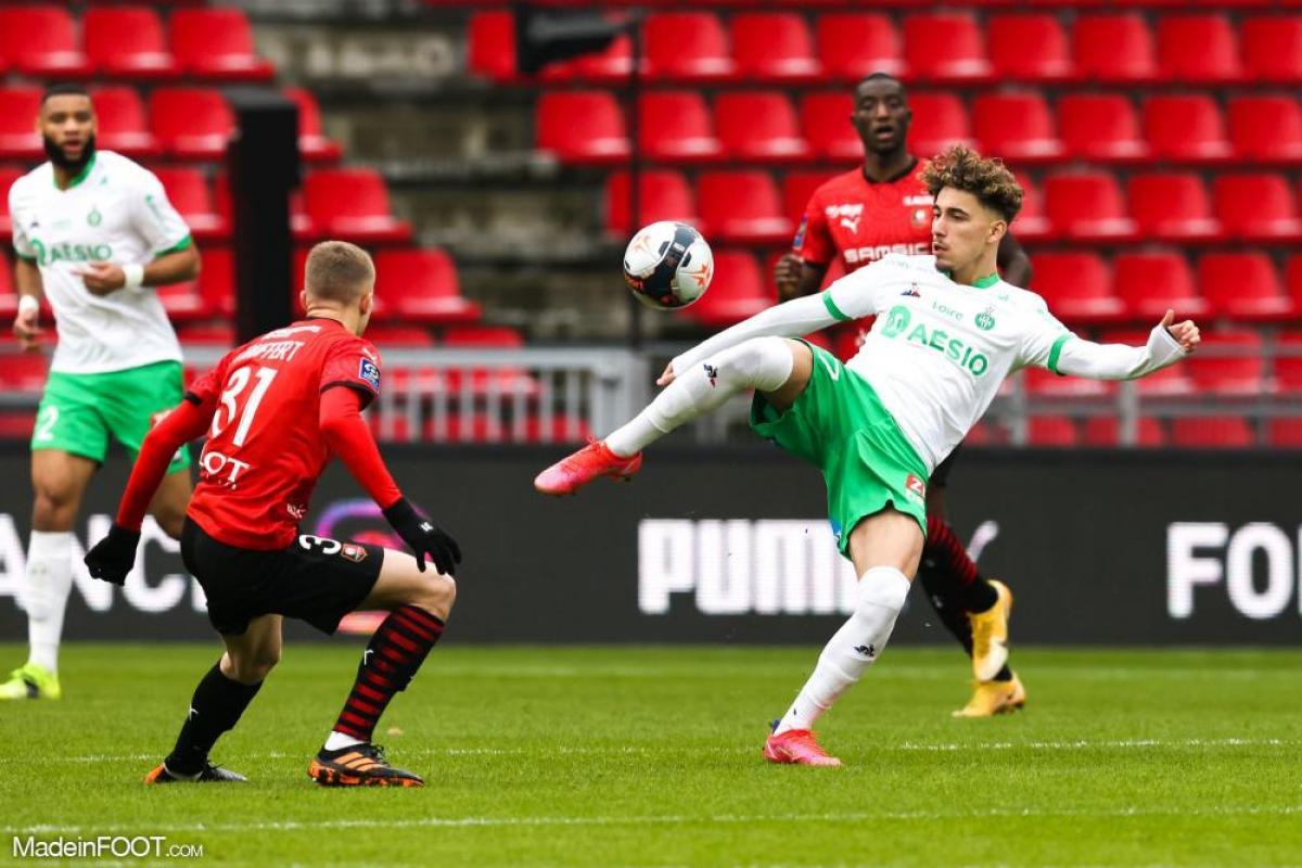 Cette saison, Adil Aouchiche a disputé 31 matchs sous les couleurs de Saint-Étienne, pour 2 buts et 5 passes décisives