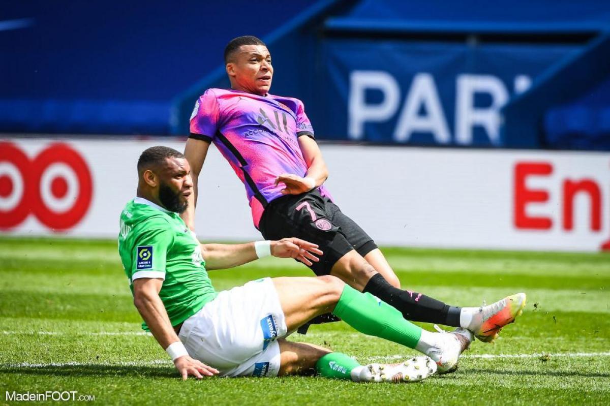 ASSE - Les regrets d'Harold Moukoudi après la défaite face au PSG