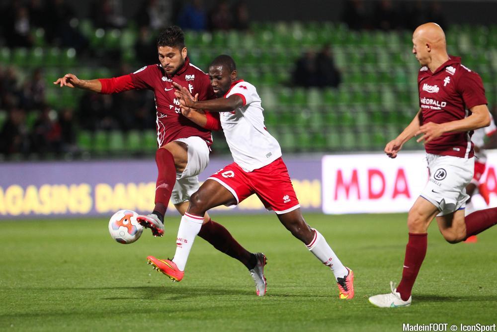 Anthony Koura, ici sous les couleurs du Nîmes Olympique, intéresse plusieurs clubs de L1.
