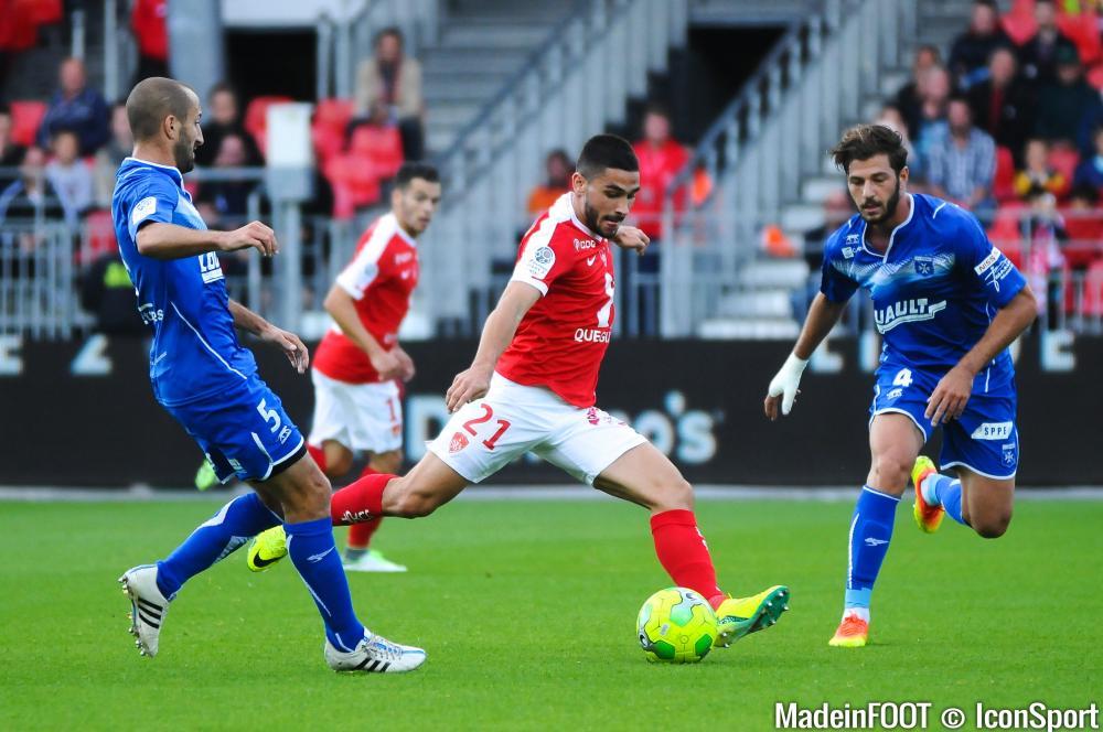 Neal Maupay (ASSE) cartonne sous les couleurs de Brest (Ligue 2).